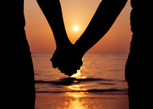 silhouettes-couples-holding-hands-sunset-55628177